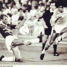 Conforto contrasta Maradona. Napoli - Salernitana 3-1 Coppa Italia 1985