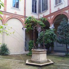 dianacicognini Cortile interno. Palazzo Landriani Via Borgonuovo n. 25 #milanodelcinquecento #contestfotografico #milano #dvisitearte