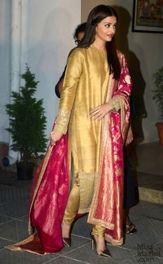 Aishwarya Rai Bachchan Is The Epitome Of Class In This Sabyasachi Outfit!
