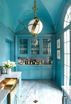 Blue lacquered walls and trim; Zodiac Lantern from Visual Comfort; vaulted ceiling, inspired by the iconic mural at Grand Central. Philip Shutze house in Atlanta. Designer: Miles home design Design Case, Küchen Design, Layout Design, House Design, Design Ideas, Design Room, Home Interior Design, Interior And Exterior, Kitchen Interior