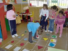 producte cartesià a terra Preschool Math, Math Classroom, Teaching Math, In Kindergarten, Maths, Math Resources, Toddler Activities, Preschool Activities, Go Math