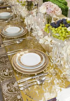 44 Terrific Table Setting Ideas for Dinner Parties & Holidays (2018 ...