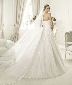 Pronovias presents the Alcanar bridal dress. Glamour 2013. | Pronovias