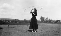 Roper Jane Burmudy makes a lasso dance in 1912. | 15 Retro Pics Of Truly Badass Cowgirls
