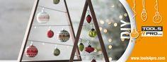 Ein Weihnachtsbaum mit Werkzeugen für Heimwerker