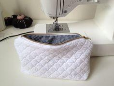 tutos pochettes Lala Shop, Fashion Brand, Retro Fashion, Pochette Diy, Sewing Online, Diy Sac, Bicycle Bag, Baby Couture, Diy Crochet