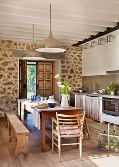 Grey Kitchen Cabinets With Black Countertops Grey Kitchen Cabinets With Black Countertops. Beautiful Home Gardens, Beautiful Homes, Grey Kitchen Cabinets, Kitchen Dining, Porch And Terrace, Deco Boheme, Dining Furniture, Country Kitchen, Rustic Kitchen
