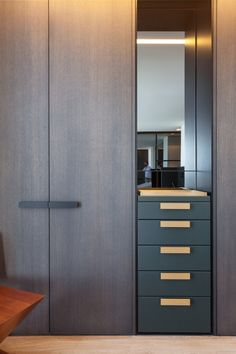 Chic Wardrobe Design Ideas For Your Small Bedroom 16 Wardrobe Design Bedroom, Wardrobe Cabinets, Bedroom Furniture Design, Bedroom Wardrobe, Wardrobe Closet, Closet Office, Bedroom Cupboard Designs, Bedroom Cupboards, Wardrobe Door Designs