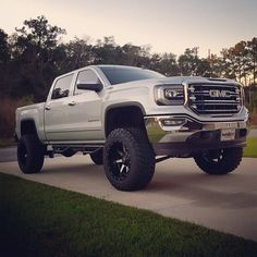 old lifted trucks Gmc Pickup Trucks, Lifted Chevy Trucks, Gm Trucks, Jeep Truck, Chevrolet Trucks, Diesel Trucks, Cool Trucks, Chevy 4x4, Dually Trucks