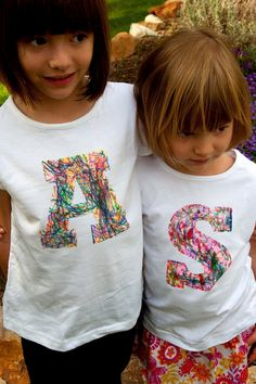 This would be a great T-Shirt gift idea for dad. Have the kids work together. Aesthetic Nest: Craft: Scribble Initial T-Shirt (Tutorial)