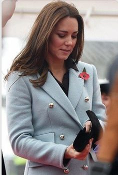 d4fef6caf6 Kate Middleton, Duchess of Cambridge shows off healthy glow during refinery  tour with Prince William