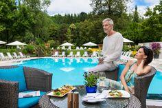 Entspannt am #Pool sitzen und den #Sommer genießen. www.warmbaderhof.com Das Hotel, Table Decorations, Furniture, Home Decor, Warm Bathroom, Vacation, Summer, Decoration Home, Room Decor