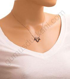 Yaprak desenli gümüş kolye Resimleri Brick Stitch, Bead Weaving, Seed Beads, Jewelry Design, Beaded Necklace, Jewelry Making, Pendants, Bracelets, Silver