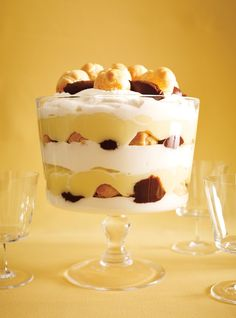 Ricardo Cuisine helps you find that perfect cake recipe. Learn how to make chocolate cake, butter cake, cupcakes, vanilla frosting, and more. Profiteroles, Baking Recipes, Cake Recipes, Dessert Recipes, Yummy Recipes, Perfect Cake Recipe, Ricardo Recipe, Lemon Bundt Cake, Baked Alaska