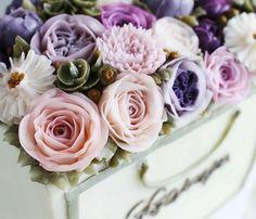 Flower Bag cake. made by G.G.Cakraft. - #flowercake #koreanflowercake flowercake #buttercream #buttercreamflowers #koreanbuttercreamflower  #transparentbuttercream #hkfoodie #flowercupcakes #flowercakeclass #buttercreamflowercakes #glossybuttercream #decorationcake #baking #cake #ggcakraft #지지케이크 #지지케이크라프트 #플라워케이크 #투명버터크림 #버터플라워케이크 #버터크림 #韩式裱花 #裱花 #花 #花ケーキ #ケーキ  #蛋糕 #cakebungas