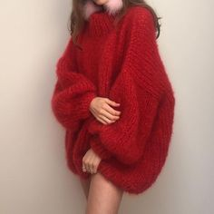 Chunky Knit - knit,knits-Red hot knit by theknitter ♥️🧶 theknitter knit knits knitting knitspo knitspiration knitinspiration knitstagram kn Gros Pull Mohair, Thick Sweaters, Angora, Mohair Sweater, Looks Style, Sweater Fashion, Sweater Weather, Cardigans For Women, Rainbow Colors