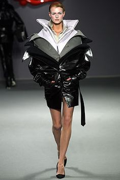 Viktor & Rolf Fall 2003 Ready-to-Wear Collection Slideshow on Style.com