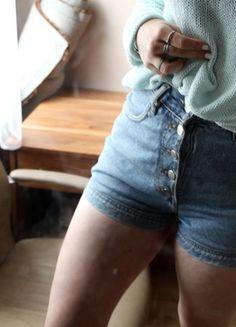 Kup mój przedmiot na #Vinted http://www.vinted.pl/kobiety/szorty-rybaczki/9848230-jeansowe-spodenki-z-wysokim-stanem