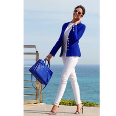 White jeans / blue blazer ~ Have white high neck tank top Royal Blue Outfits, Royal Blue Blazers, Stylish Summer Outfits, Casual Outfits, Look Blazer, Look Fashion, Womens Fashion, Vetement Fashion, Blazer Outfits