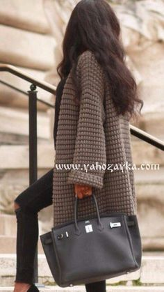 60 Fall Outfits To Try Right Now Grey Coat // Black Leather Tote // Pumps // Skinny Jeans Knit Fashion, Look Fashion, Autumn Fashion, Crochet Cardigan, Knit Crochet, Berlin Fashion, Knitted Coat, Knit Patterns, Crochet Clothes