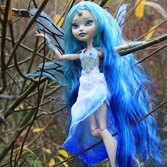 Made for the Magic Swap Custom Ever After High by @dolludeme featuring Retro Dolls US Frosta Ombré hair. #customdoll #doll #dollhair #ooakdoll #dollreroot #dollrehair #everafterhighdoll #everafterhighrepaint #customeverafterhigh #dollcommunity #ooaktoy #customtoy #reroot #rehair #dollfeature #dollphotography #everafterhigh #monsterhighcustom #monsterhighphotography #monsterhighooak #rerootmonsterhigh #kindmonsters #magic #fantasyart #fairy #magcial