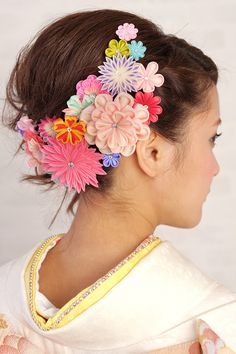 It recommended a knob crafted comb in the coming-of-age ceremony and the seven hundred fifty-three Fabric Flower Headbands, Fabric Flowers, Felt Hair Accessories, Hair Arrange, Japanese Hairstyle, Barrettes, Kanzashi Flowers, Japanese Flowers, Ribbon Art