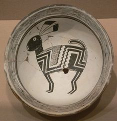 Bowl with rabbit; ceramic (Mimbres black-on-white type); Mimbres people, Mogollon culture, New Mexico (USA), c. AD 1000–1150 Dallas Museum of Art, Dallas, Texas; Foundation of the Arts Collection, anonymous gift; object number 1990.95.FA