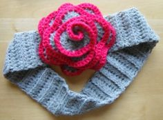 Flower Headband pattern...FREE  Just made this for Lydia and want to remember the pattern...so cute!