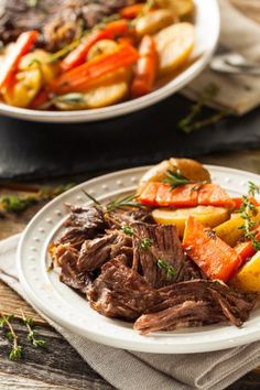 Forget HOURS of cooking, this pot roast is ready FAST! Instant Pot takes pot roast from craving to table in just a few easy steps. Crockpot, Beef Recipes, Healthy Recipes, Delicious Recipes, Healthy Food, Recipies, Cooking Recipes, Tasty, Stuffed Mushrooms