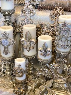 Sir Oliver's Jeweled Candles not only look great, the smell Amazing, without even lighting them! Diy Candles, Pillar Candles, Luxury Candles, Crown Decor, Silver Christmas Decorations, Candle Art, Vintage Jewelry Crafts, European Home Decor, Kugel