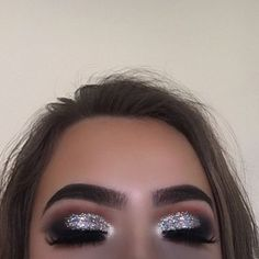 How bomb is this glitter @morphebrushes 35O + 35B (for the black) @_glittereyes_ space dust pressed glitter @anastasiabeverlyhills dipbrow medium brown
