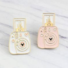 Metals Type: Zinc AlloyItem Type: BroochesStyle: TrendyFine or Fashion: FashionMaterial: MetalSuper cute Castle Polaroid Camera pin! Perfect to go with the rest of your Disney Pin collection. Disney Pins Sets, Disney Trading Pins, Walt Disney, Cute Disney, Disney Land, Broches Disney, Disney Animation Studios, Gifts For Disney Lovers, Disney Jewelry