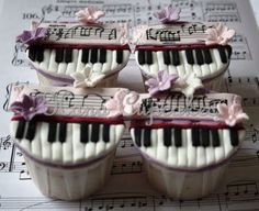 Piano Cupcakes, Sweet Homage in More Ways Than One ! Pretty Cupcakes, Beautiful Cupcakes, Yummy Cupcakes, Cupcake Cookies, Fancy Cakes, Cute Cakes, Cakepops, Bolo Musical, Music Cakes