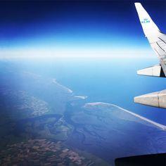 Beautiful view from our @klm plane on the Waddeneilanden #islands #Holland #onmyway #onourwaytoawedding #sweden #stockholm #ig_photooftheday #ig_great_pics #ig_nature #klm #HKf Kijk voor meer info op www.heleenklop.nl