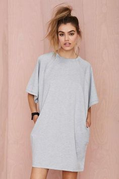 This dress looks like a hospital gown fron a psych ward. Basiq Loose It Tee Dress Look Fashion, Fashion Outfits, Tee Dress, Oversized T Shirt Dress, Sweatshirt Dress, Tee Shirt, Mode Inspiration, Mode Style, Passion For Fashion