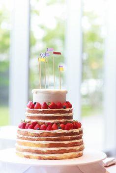 アクアリュクス 結婚式場写真「おしゃれでかわいいネイキッドケーキ♪ 流行を先取りしたケーキもお任せ☆」 【みんなのウェディング】