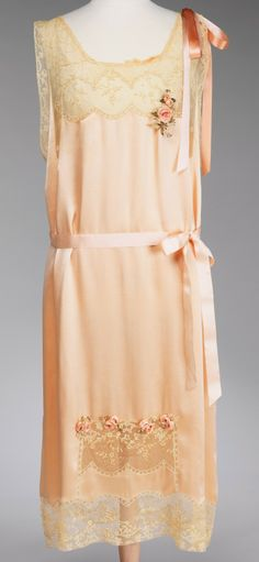 Bonwit Teller & Co., 1926 Vintage, Silk and Lace Nightgown with Flowers ---- #dress