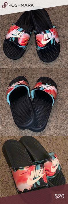 a05cdd77c23 NEW Nike Slides. Floral print nike slides