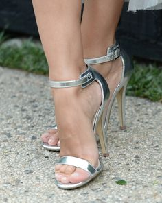 Rachel Bilson / Chanel Dinner ~ looks painful to wear though...