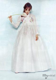 Korean Culture Fashion- Appreciate the Hanbok Korean Traditional Dress, Traditional Fashion, Traditional Dresses, Japanese Outfits, Korean Outfits, Korea Fashion, Asian Fashion, Hanbok Wedding, Formal Dresses For Weddings