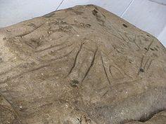 goresan-goresan simbol perundingan para leluhur Minahasa di Watu Pinawetengan