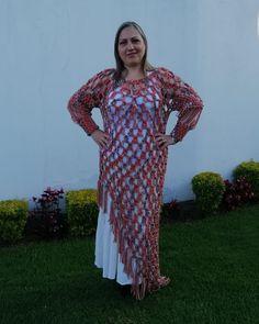 Este es mi regalo de cumpleaños, hecho de mi para mi, con todo mi yo 😍🎂🌷 . Linda túnica tejida a crochet con lana tipo cordón matizada. Ideal para toda ocasión. . TIEMPO DE ELABORACIÓN 12 horas aproximadamente COSTO 60 usd . Suscríbete y teje conmigo . Apoya al artesano ecuatoriano...🌺😎❤️☺️😍...🌺😎❤️☺️😍 Ecuador, Boho Chic, Dresses With Sleeves, Long Sleeve, Fashion, Artisan, Gift, So Done, Moda