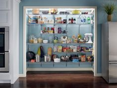 Walk-In kitchen pantry ideas are the most popular pantry design today in modern kitchens. Walk in kitchen pantry ideas are great way to store items without taking up space in the actual kitchen itself. Small Pantry Organization, Kitchen Pantry Storage, Kitchen Pantry Design, Pantry Shelving, Pantry Closet, Kitchen Pantry Cabinets, Pantry Ideas, Wire Shelving, Organization Ideas