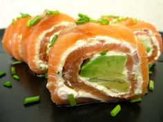 Salmon Rolls with Avocado Sushi Recipes, Healthy Recipes, Eat Healthy, Tapas, Snack Platter, Good Food, Yummy Food, Health Snacks, Savory Snacks