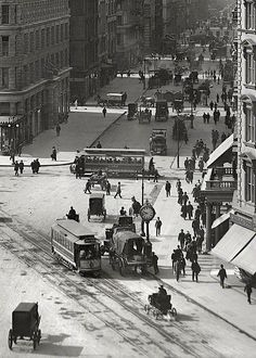 New York City - Street and the Flatiron Building, Old Pictures, Old Photos, Vintage Photos, Ville New York, Photos Originales, Foto Transfer, Black And White City, Flatiron Building, Vintage New York