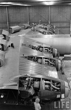 """B 36 """"Peacemaker"""" engines during production Us Military Aircraft, Military Jets, Aircraft Engine, Ww2 Aircraft, Fighter Aircraft, Alpha Jet, Aviation Mechanic, Bomber Plane, Aircraft Maintenance"""
