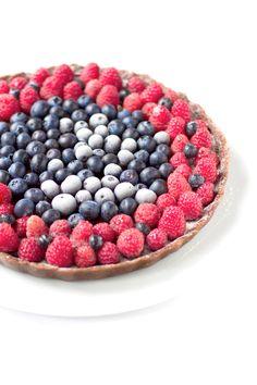 Amo decisamente i dolci e qualsiasi altra forma di carboidrato a colazione, ma non ho mai realmente amato i dessert …fino ad ora! Da quando ho cambiato alimentazione e seguo una dieta vegan e quasi esclusivamente senza glutine, il dolce a fine pasto, che sia un pezzettino di cioccolato fond…