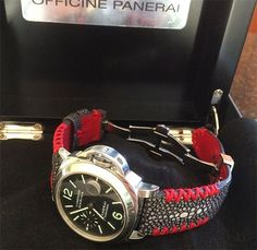 Black Polished stingray strap + central pearl + tribal red stitching :