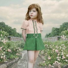 Loretta Lux - The Rose Garden, 2001, Ilfochrome, 51 x 51 cm. collectie Gemeentemuseum Den Haag © Loretta Lux, courtesy Torch Gallery Amsterd...
