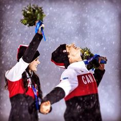 johnlehmann: Canadian ice dance partners Tessa Virtue and Scott Moir celebrate their silver medal in the rain at the medal ceremony. (at Главный Медиа Центр / Main Media Center) Virtue And Moir, Tessa Virtue Scott Moir, Tessa And Scott, Aiden Turner, Partner Dance, Olympic Champion, Ice Dance, Perfect Couple, Figure Skating